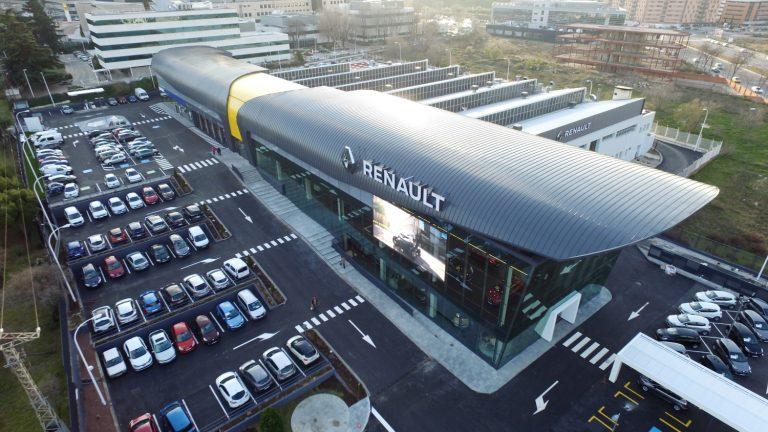 Renault pomáha v boji proti COVID-19, daruje veľké množstvo lekárskeho materiálu