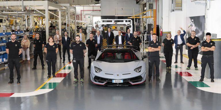 Lamborghini oslavuje 10 000 vyrobených kusov modelu Aventador