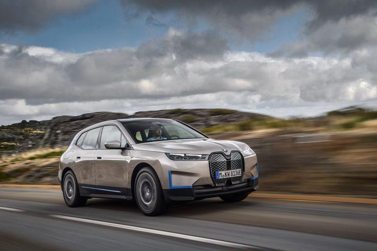 BMW iX: Nová revolúcia bavorskej značky je elektrická