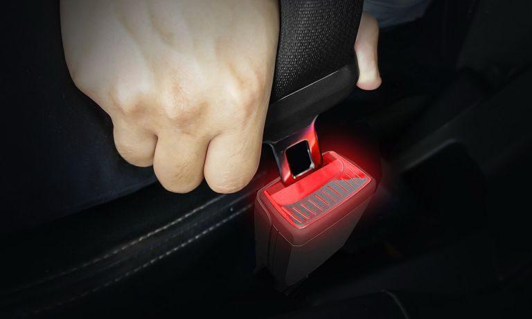 Problémy s pripútaním bezpečnostného pásu? Škoda má riešenie
